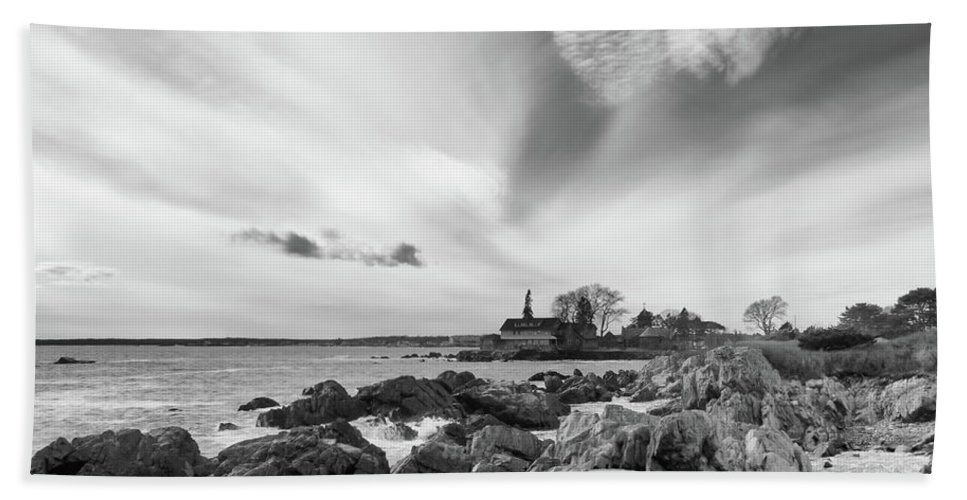 Guy Whiteley Photography Bath Sheet featuring the photograph Cape Arundel 4715 by Guy Whiteley