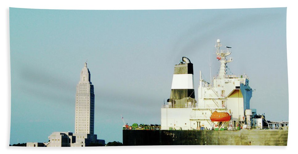River Bath Sheet featuring the photograph Capitol View Mississippi River by Lizi Beard-Ward