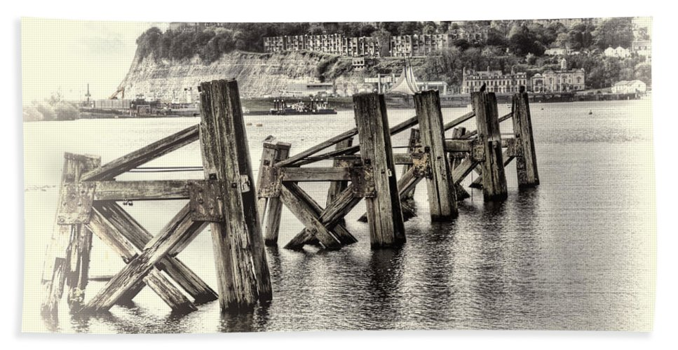 Cardiff Bay Jetty Bath Sheet featuring the photograph Cardiff Bay Old Jetty Supports Opal by Steve Purnell