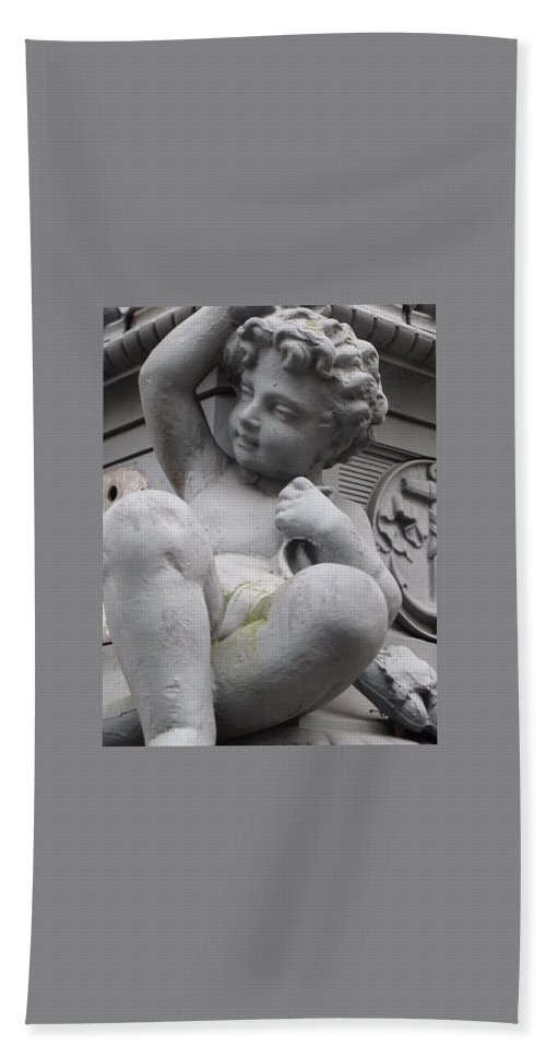 Cherub Hand Towel featuring the photograph Central Park Cherub by Michele Nelson