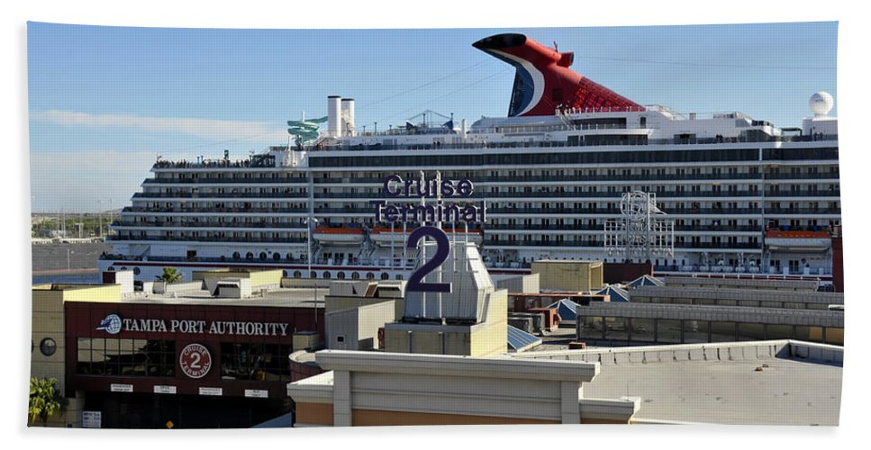 Cruise Ship Hand Towel featuring the photograph Channelside Tampa by David Lee Thompson