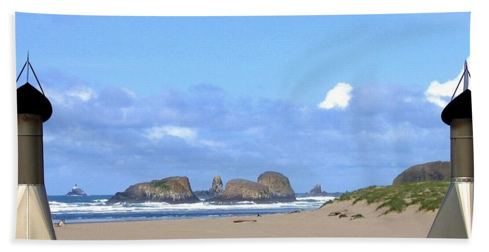 Chimneys Of Cannon Beach Hand Towel featuring the photograph Chimneys Of Cannon Beach by Will Borden