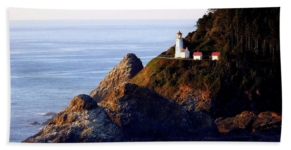 Lighthouses Bath Towel featuring the photograph Cliff Dwellers by Karen Wiles