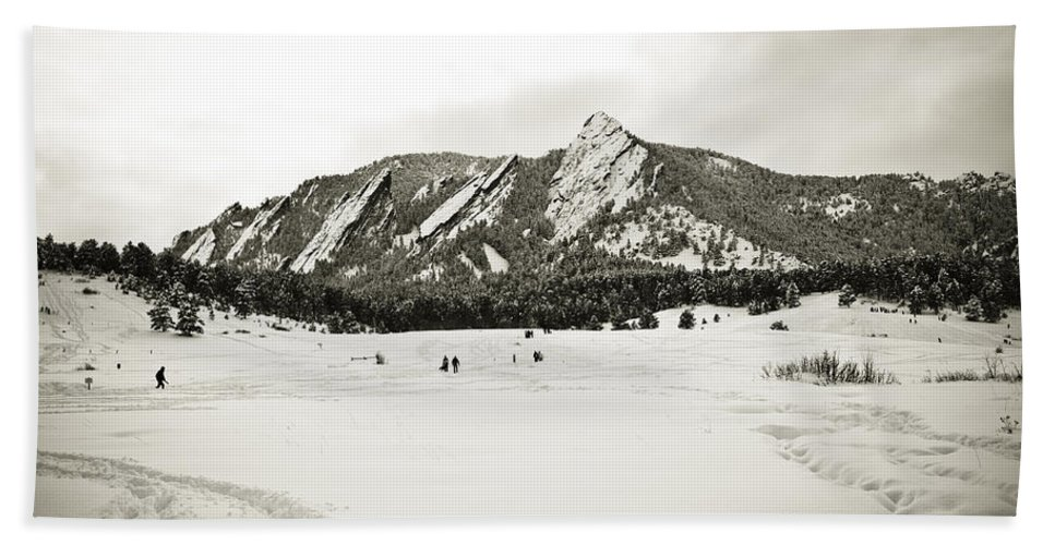 Camp Bath Sheet featuring the photograph Colorado Boulder Flatirons by Marilyn Hunt