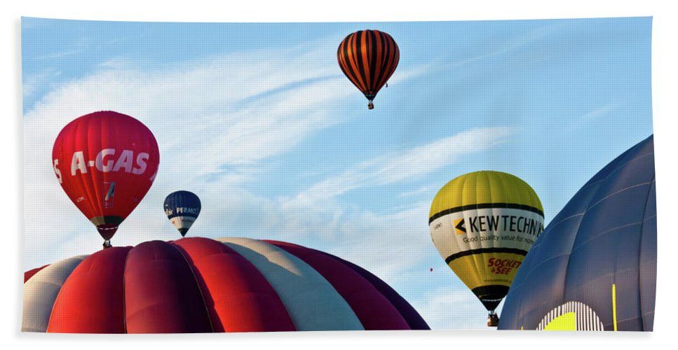 Balloons Hand Towel featuring the photograph Coming Through by Brian Roscorla