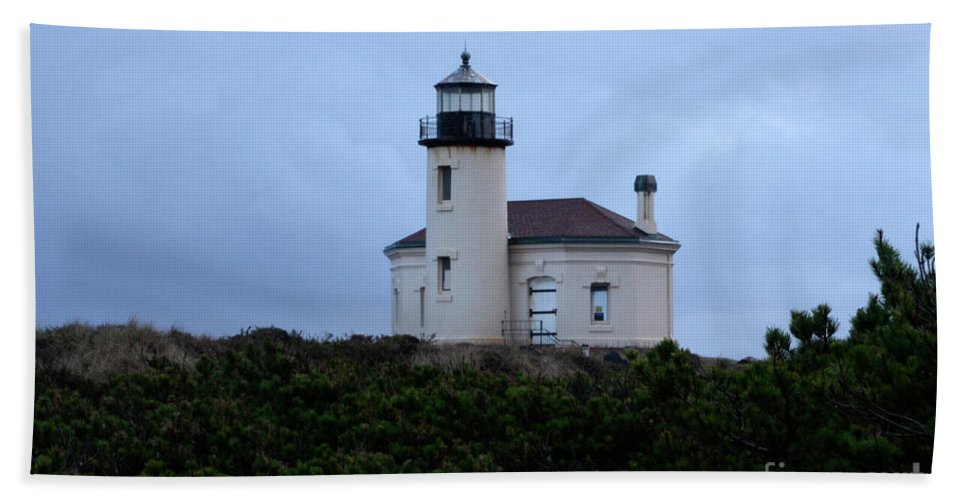 Lighthouse Hand Towel featuring the photograph Coquille Lighthouse by Bob Christopher