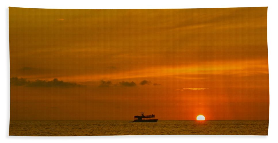 Sunset Hand Towel featuring the photograph Costa Rica Sunset by Eric Tressler