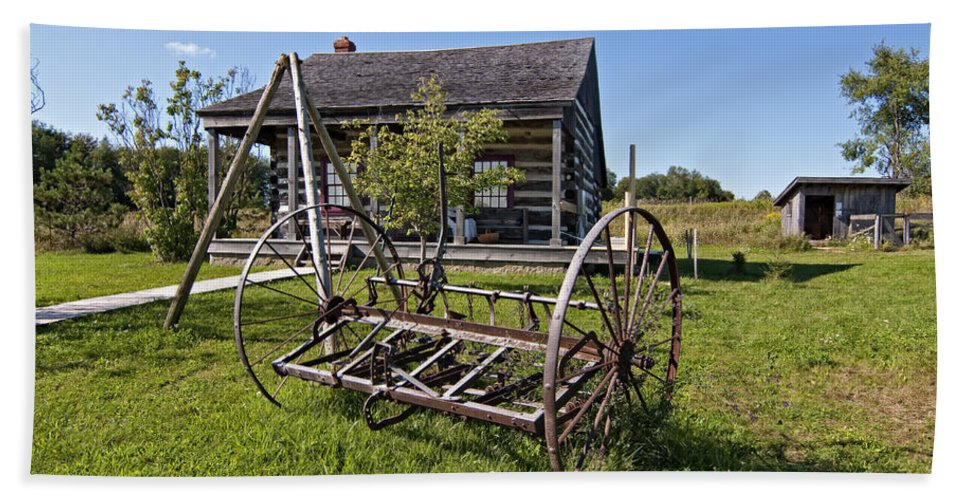 Grey Roots Museum & Archives Hand Towel featuring the photograph Country Classic by Steve Harrington