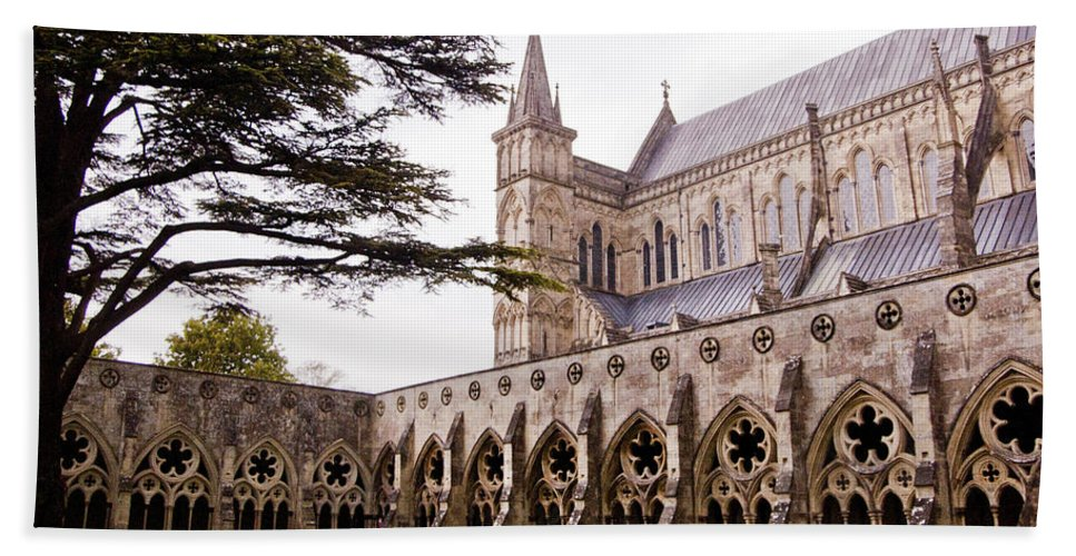 England Bath Sheet featuring the photograph Courtyard Salisbury Cathedral - England by Jon Berghoff
