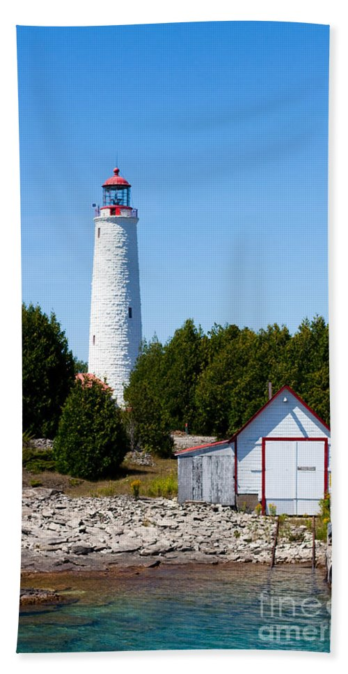 Lighthouse Hand Towel featuring the photograph Cove Island Lighthouse by Barbara McMahon