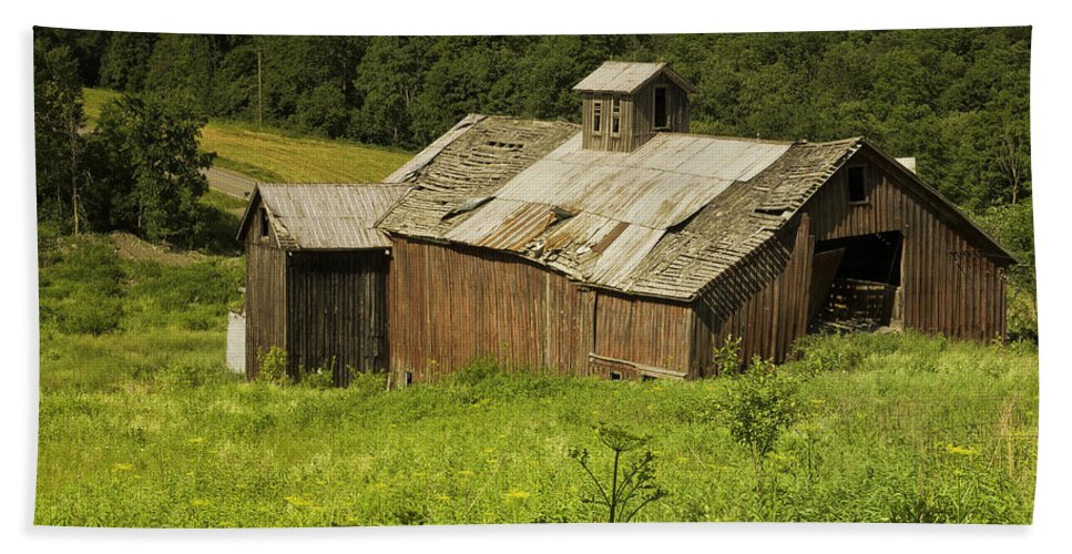 Landscape Bath Sheet featuring the photograph Coventry Barn by Fran Gallogly