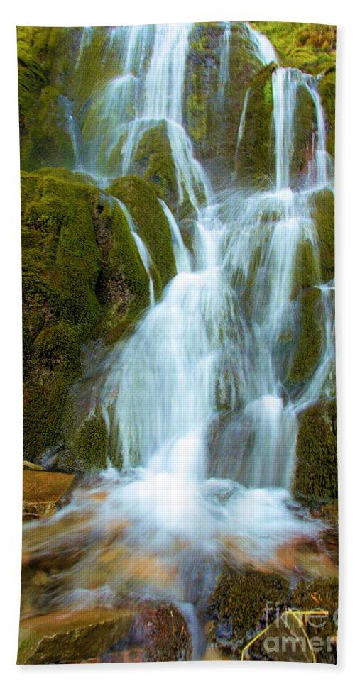 Vidae Falls Hand Towel featuring the photograph Crater Lake Vidae Falls by Adam Jewell