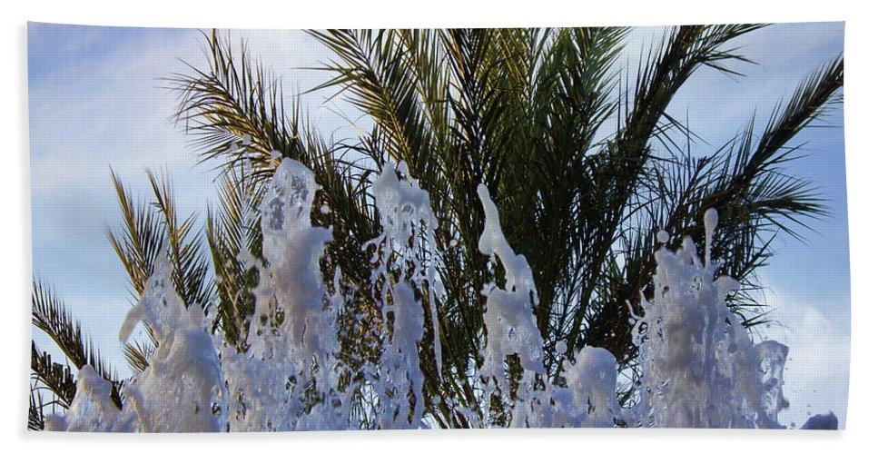 Palm Tree Bath Sheet featuring the photograph Dancing Fountain by Mariola Bitner