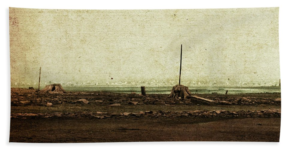 2011 Bath Sheet featuring the photograph Dawn On The Lake by Mandy Tabatt