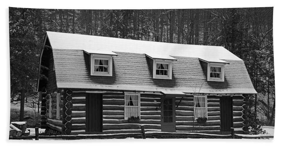 Log Cabin Bath Sheet featuring the photograph Days Of Yore Log Cabin by John Stephens