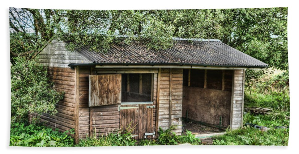 Abandoned Stable Shed Hand Towel featuring the photograph Derelict Stable by Steve Purnell