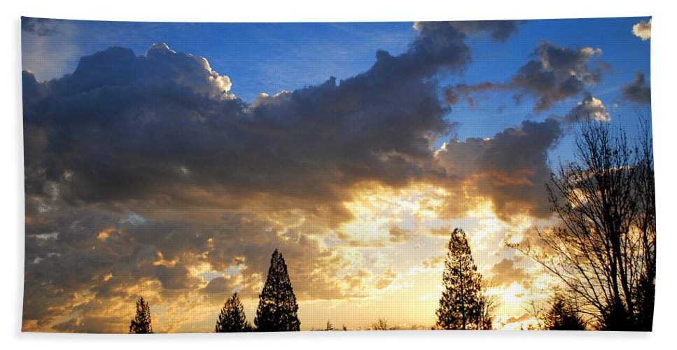 Sunrise Bath Sheet featuring the photograph Dramatic Sunrise by Kathy Sampson