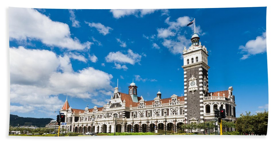 Arch Bath Sheet featuring the photograph Dunedin Railway Station During A Sunny Day by U Schade