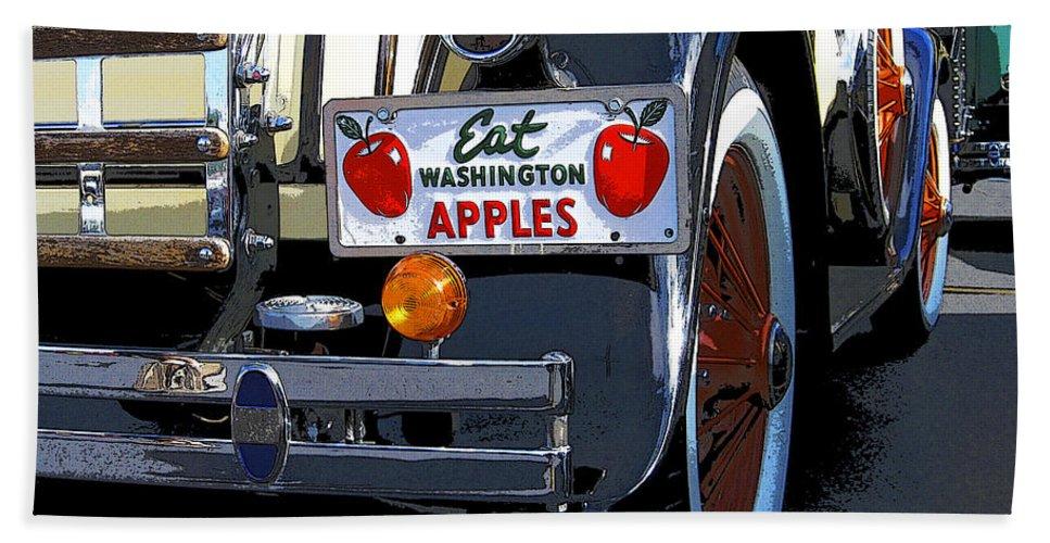 Anne Mott Hand Towel featuring the digital art Eat Washington Apples2 by Anne Mott