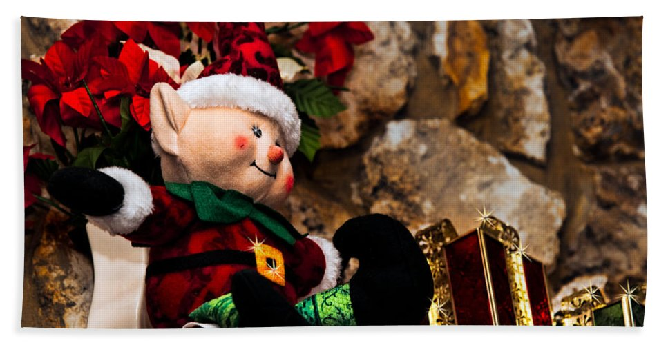 Christmas Bath Sheet featuring the photograph Elf On Shelf by Christopher Holmes