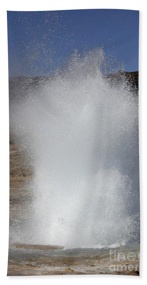 Spraying Bath Sheet featuring the photograph Eruption Of Strokkur Geysir, Iceland by Richard Roscoe