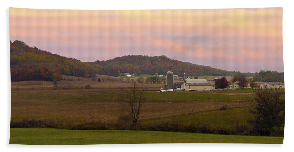 Amish Farm Hand Towel featuring the photograph Farm Scene From Knoll On Rt. 41 by Randall Branham