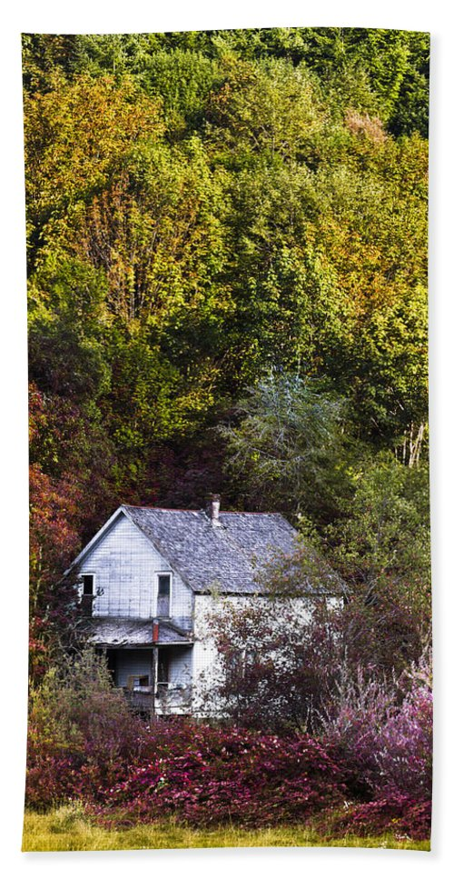 Appalachia Hand Towel featuring the photograph Farmhouse In Fall by Debra and Dave Vanderlaan