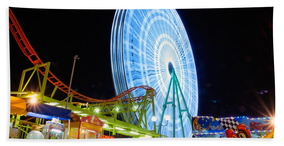 Amusement Hand Towel featuring the photograph Ferris Wheel At Night by Stelios Kleanthous