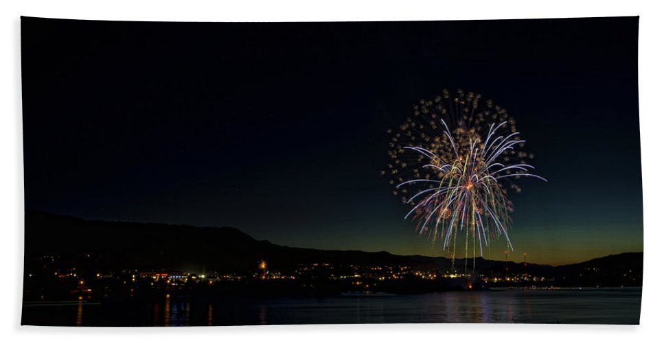 Hdr Bath Sheet featuring the photograph Fireworks On The River by Brad Granger