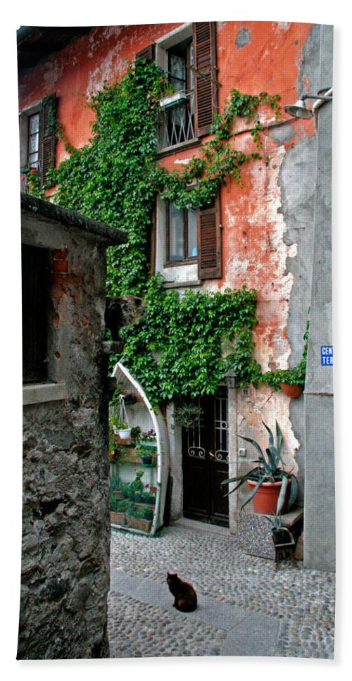 Architecture Bath Sheet featuring the photograph Fisherman's Isle Italy by Peter Tellone