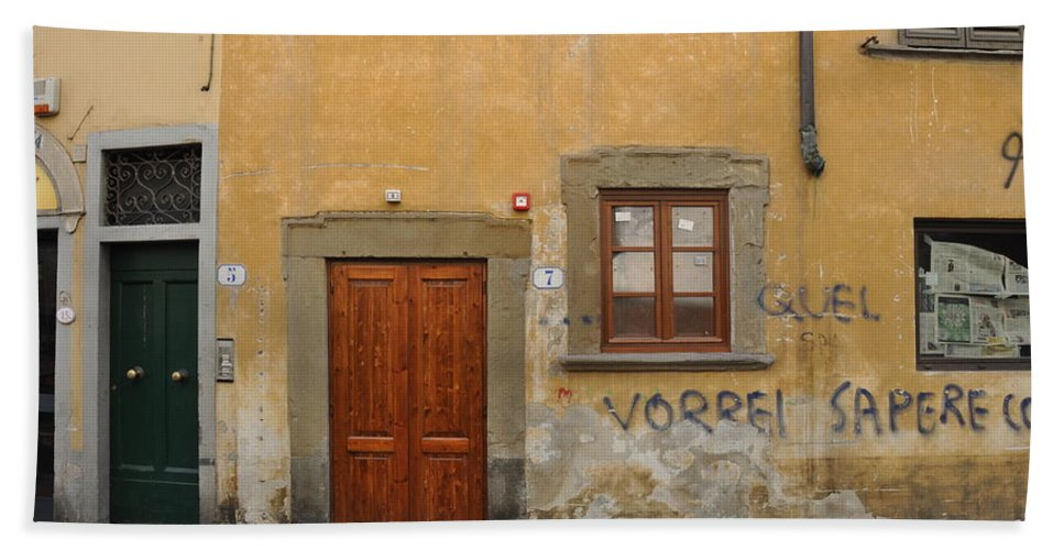 Florence Bath Sheet featuring the photograph Florence Streetscape by Rich Bodane