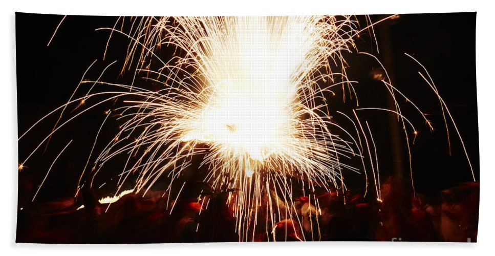 Fuego Bath Sheet featuring the photograph Fountain Of Sparks by Agusti Pardo Rossello