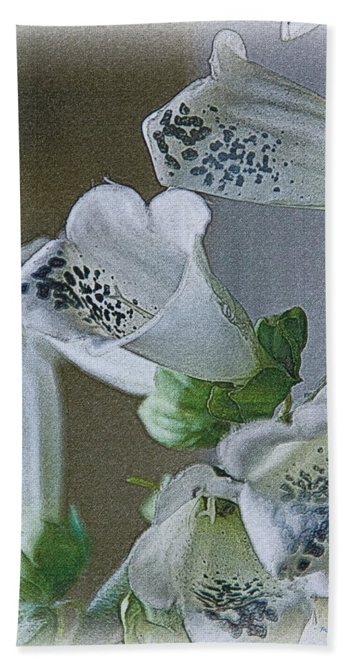 Foxglove Hand Towel featuring the photograph Foxglove by Mick Anderson