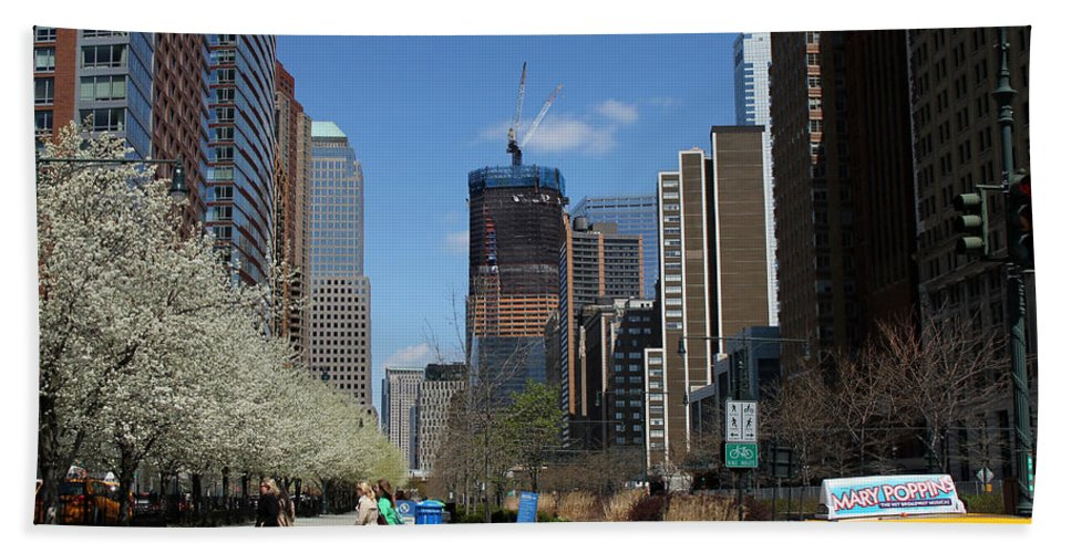World Trade Center Bath Sheet featuring the photograph Freedom Tower 3 by Andrew Fare