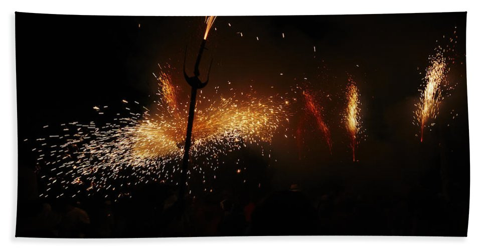 Fuego Bath Sheet featuring the photograph Galaxy Of Sparks by Agusti Pardo Rossello