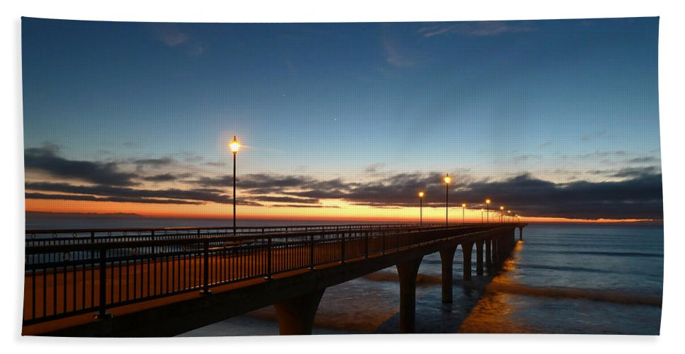 Brighton Hand Towel featuring the photograph Glow On The Horizon by Steve Taylor