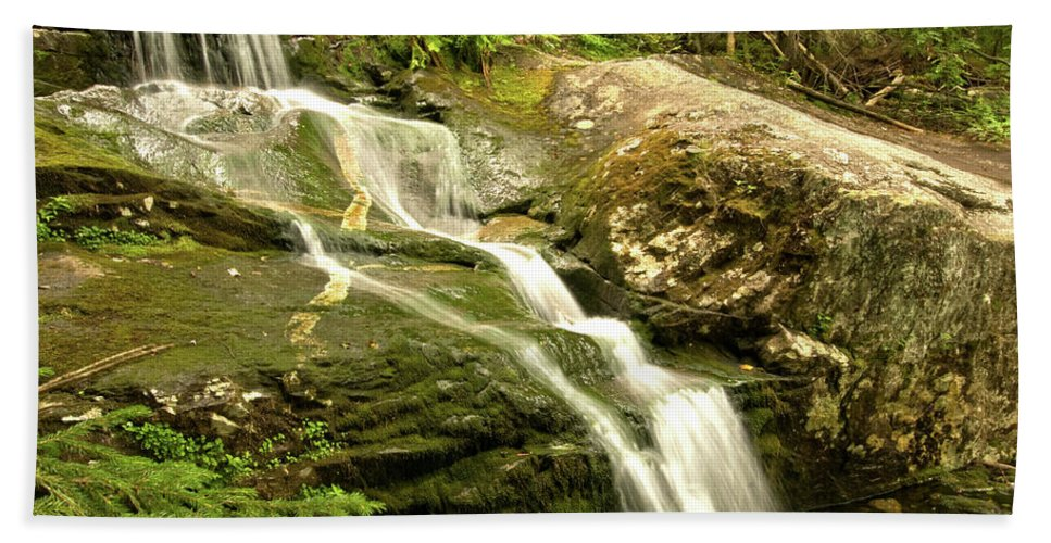 white Mountains Of New Hampshire Hand Towel featuring the photograph Going Down by Paul Mangold