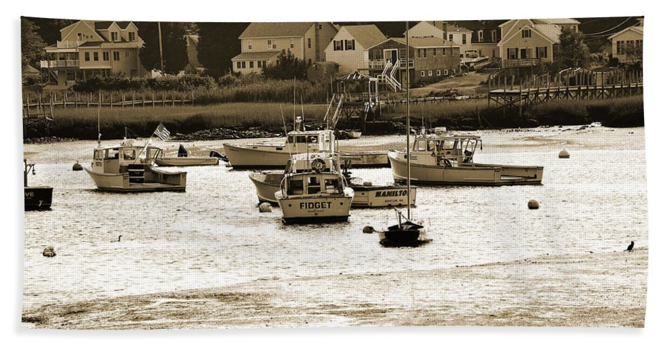 Green Harbor Bath Sheet featuring the photograph Green Harbor At Low Tide by Christine Stonebridge