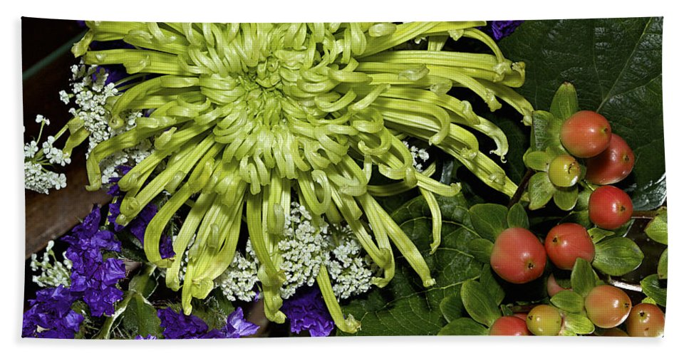 Flowers Hand Towel featuring the photograph Green Spider Mum by Phyllis Denton
