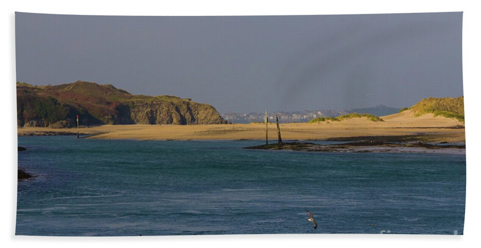 Cornwall Bath Sheet featuring the photograph Hayle Harbour by Brian Roscorla