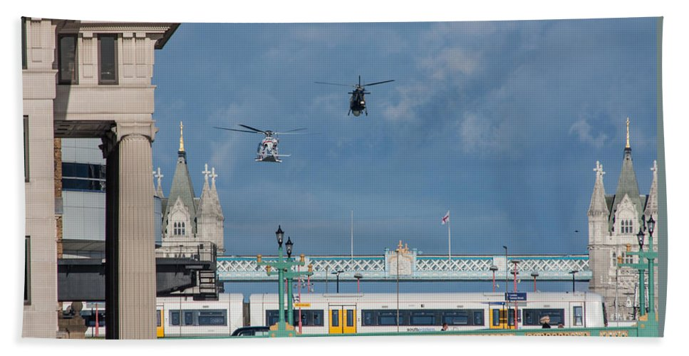 Dawn Oconnor Dawnoconnorphotos@gmail.com Bath Sheet featuring the photograph Helicopters Tower Bridge by Dawn OConnor