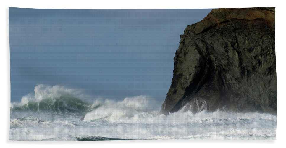 Rocks Bath Sheet featuring the photograph High Surf by Bob Christopher