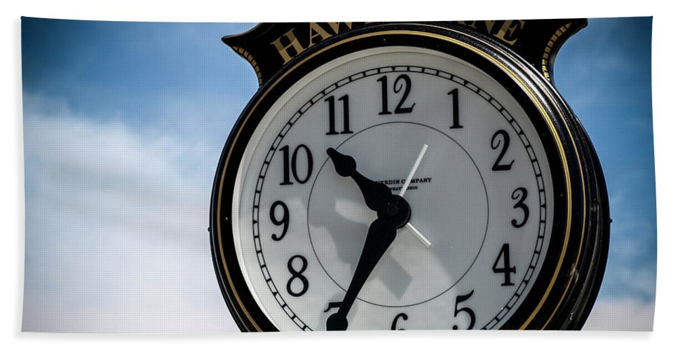 Clock Hand Towel featuring the photograph High Time by Cathy Smith