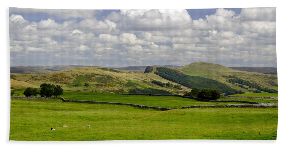 Derbyshire Bath Sheet featuring the photograph Hope Valley From Winnats Head by Rod Johnson