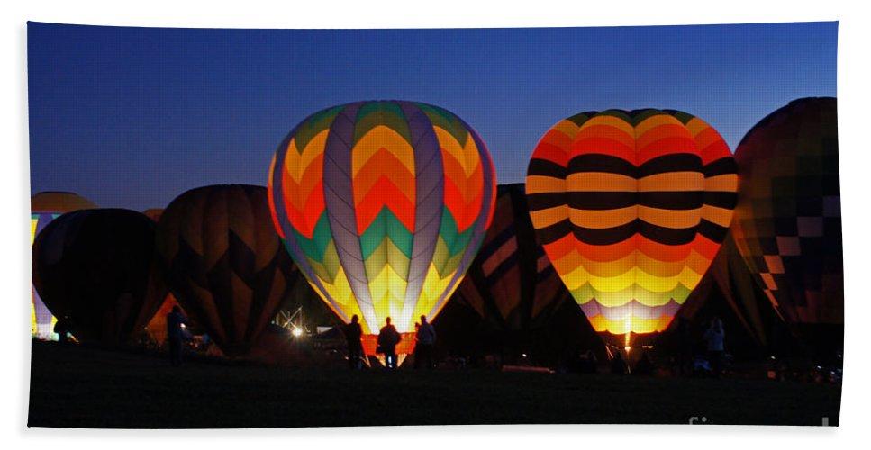 Hot Air Balloon Bath Sheet featuring the photograph Hot Air Balloons At Dusk by Benanne Stiens