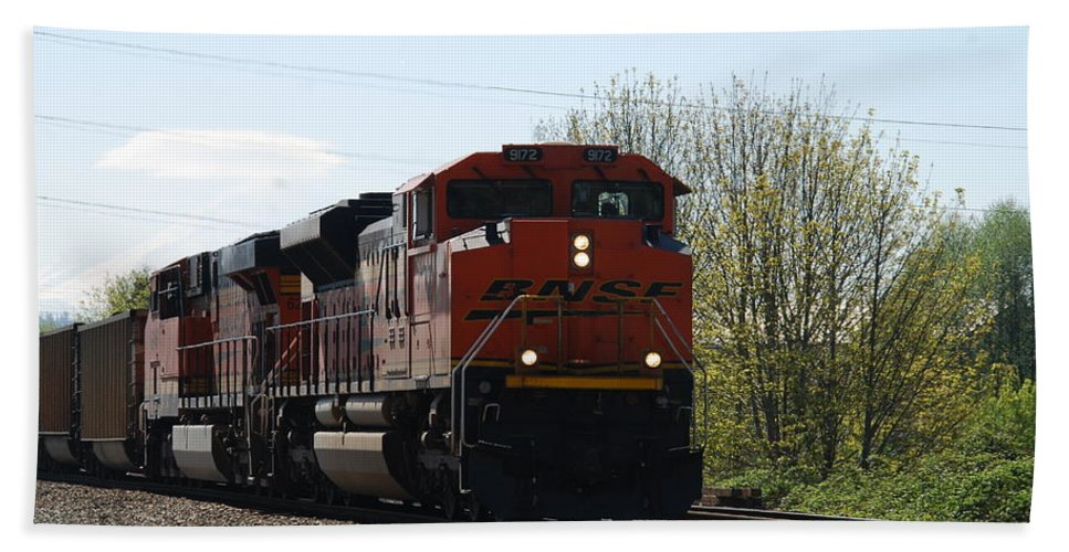 Bnsf Bath Sheet featuring the photograph I See The Train A Comin' by Michael Merry