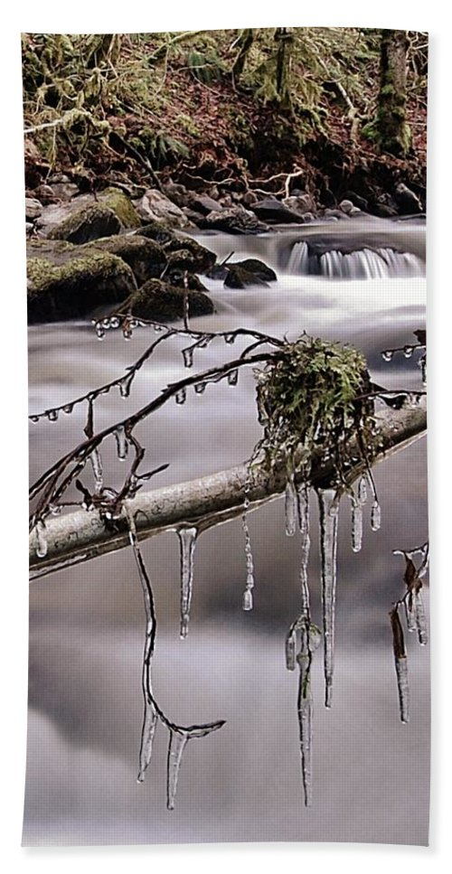 Icicles Hand Towel featuring the photograph Ice by Gavin Macrae