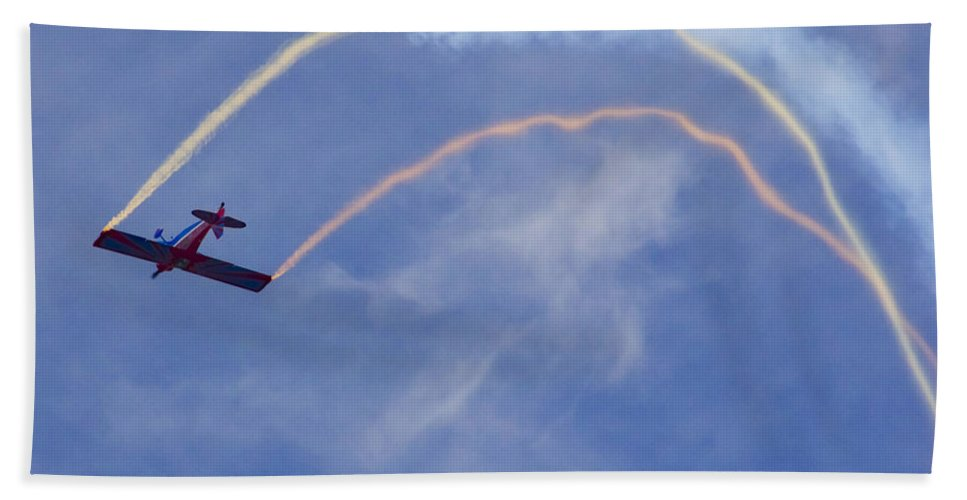 Plane Bath Sheet featuring the photograph In The Loop by Roger Wedegis