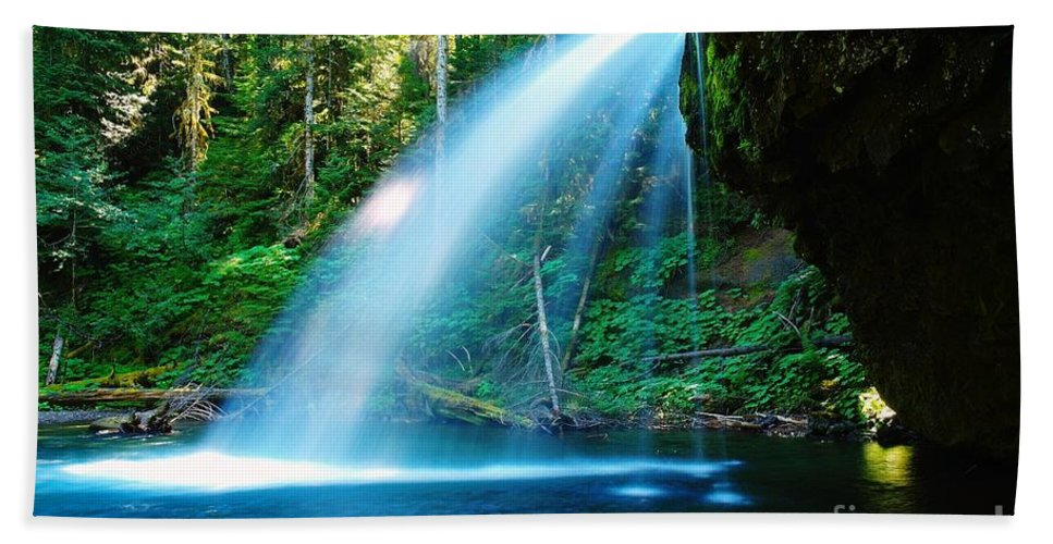 Water. Fall Hand Towel featuring the photograph Iron Creek Falls From The Side by Jeff Swan