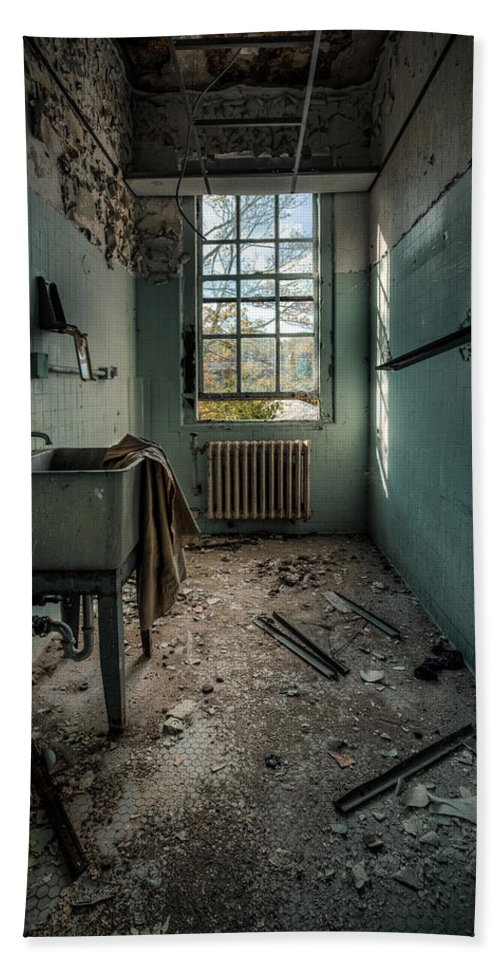 Hdr Bath Towel Featuring The Photograph Janitors Closet By Gary Heller